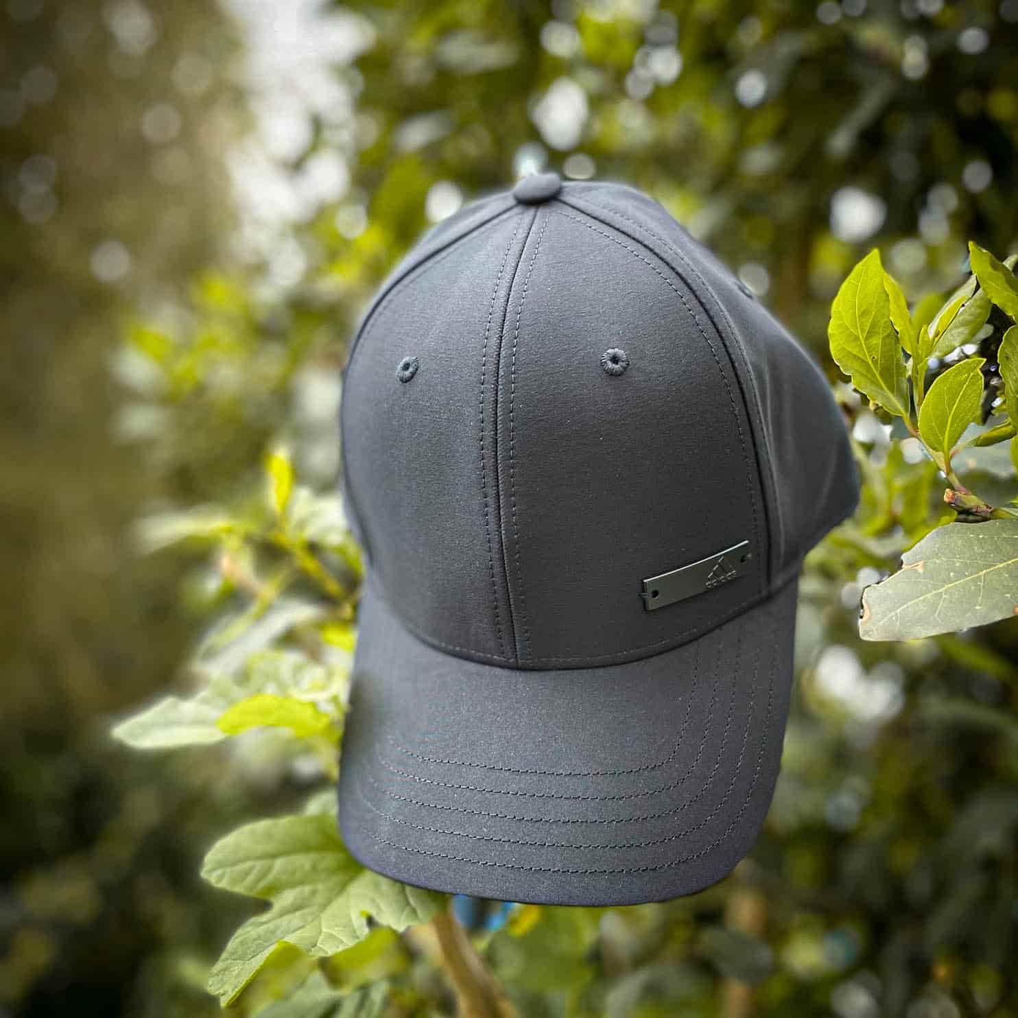 gorra adidas metalbadge negra