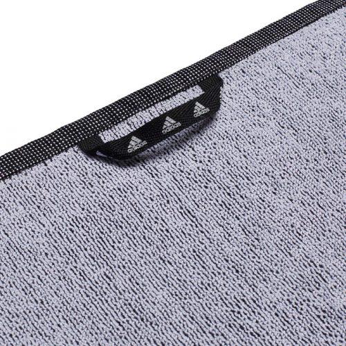 toalla adidas negra reverso