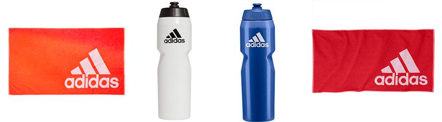 Toallas y botellas de agua